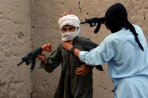 Niños juegan co armas de juguete en Afganistán. Foto:AFP. Imagen Por: