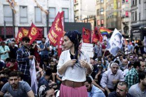 Manifestantes contra bombardeos en Siria. Foto:AFP. Imagen Por: