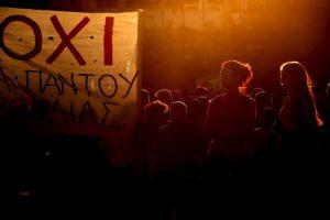 Manifestantes frente al Parlamento de Atenas. Foto:AFP. Imagen Por: