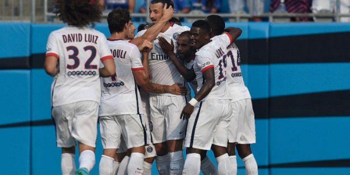 Zlatan Ibrahimovic no tuvo escrúpulos para darle tremendo codazo a John Terry