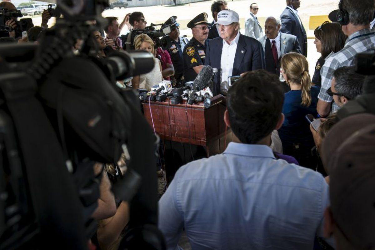 Desde el interior del aeropuerto, Trump dio una conferencia de prensa Foto:Getty Images. Imagen Por: