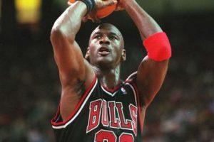 Ganó 6 anillos de la NBA, fue 5 veces MVP de la temporada y es considerado el mejor basquetbolista de la historia. Foto:Getty Images. Imagen Por: