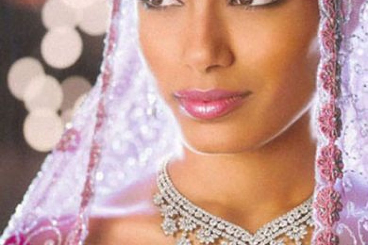 Freida Pinto para De Beers, en India. Foto:vía DeBeers. Imagen Por: