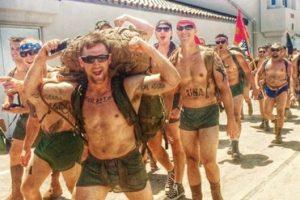 Lo hacen para honrar a los militares que dejan el conflicto y se suicidan por falta de asistencia psicológica. Foto:vía Facebook/ 22 with 22, for the 22 in silkies. Imagen Por: