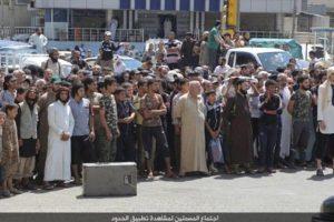 La ejecución fue vista por miles de personas, incluyendo niños Foto:Twitter – Archivo. Imagen Por: