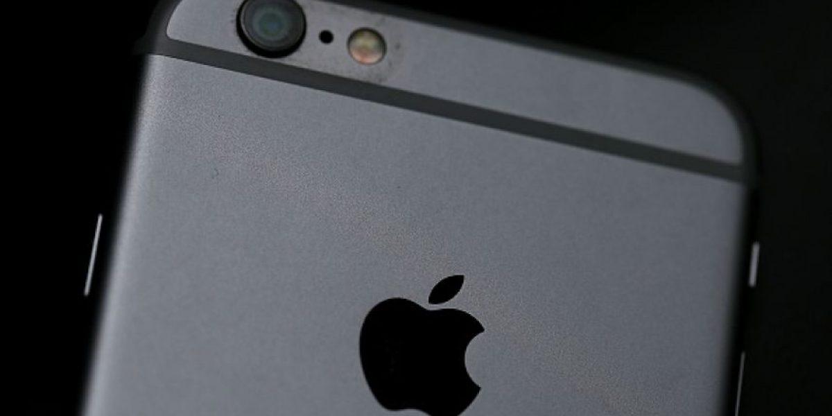 China: policía desmantela fábrica de iphones falsificados