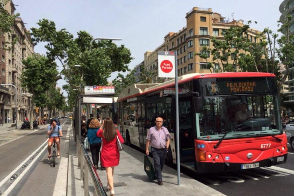 Barcelona. Es uno de los grandes ejemplos de movilidad de Europa. Y es que la ciudad española experimentó un fuerte cambio hacia la recuperación de los espacios públicos a principios de la década de los noventa, con una visión integradora del transporte público y la búsqueda de maneras más eficientes de trasladarse dentro de la ciudad. Foto:Twitter. Imagen Por: