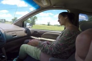 4. Madre da a luz en un automóvil Foto:YouTube/i8thacookies. Imagen Por: