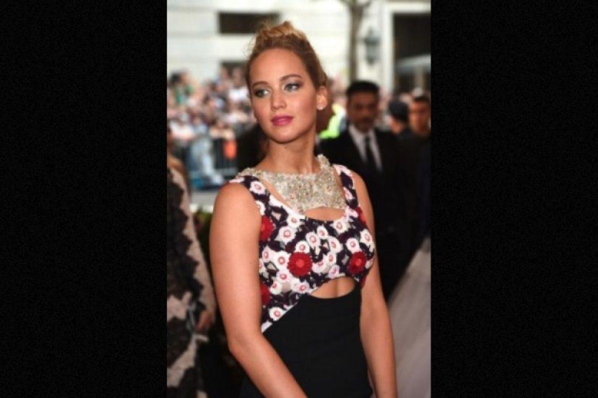 En 2013, luego de caer en el escenario de los premios Oscar, la actriz fue captada en Hawai mientras bebía vino y fumaba un cigarro de marihuana. Foto:Getty Images. Imagen Por: