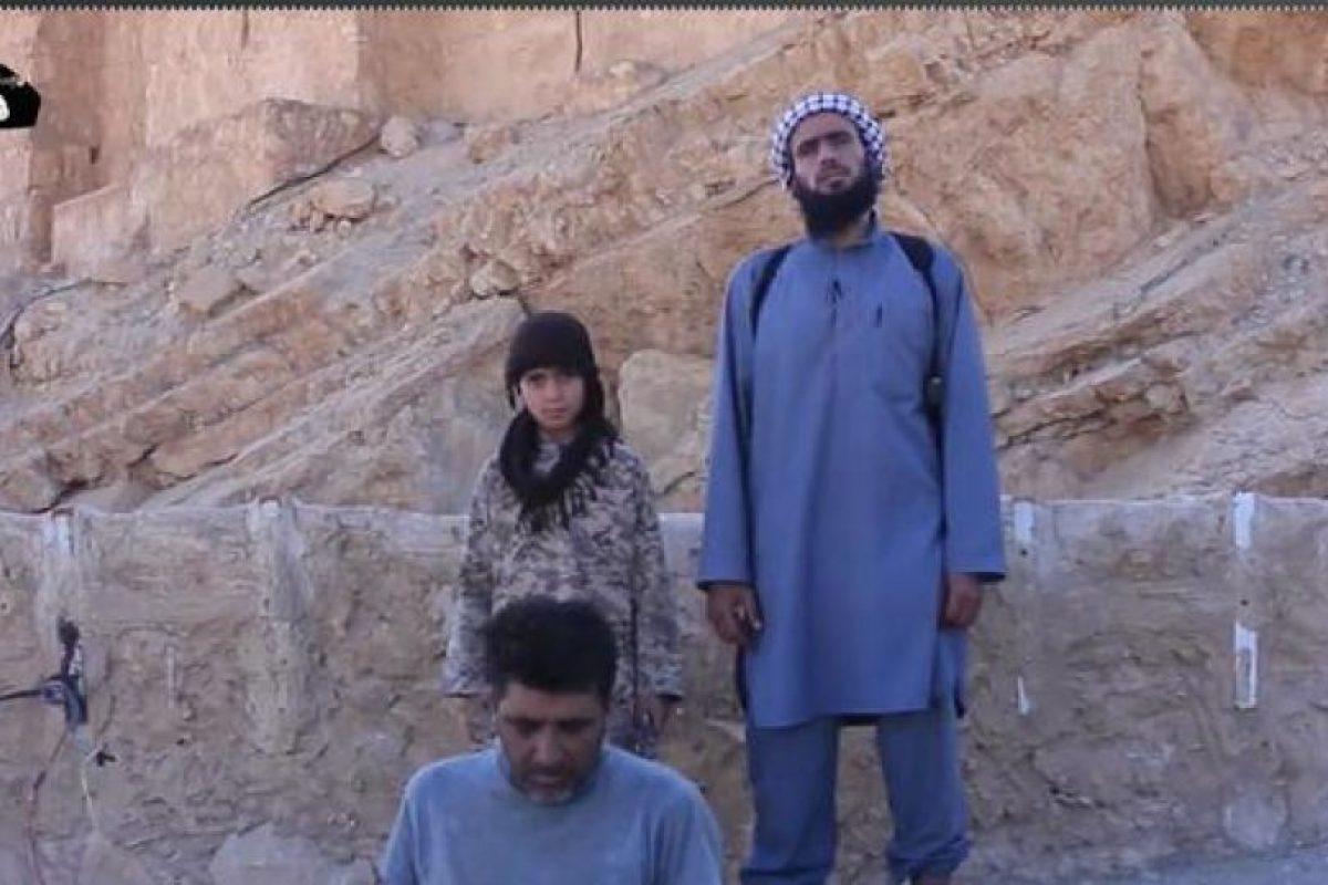 ISIS también muestra cómo entrena a niños que se convierten en verdugos Foto:Twitter.com/raqqa_mcr. Imagen Por: