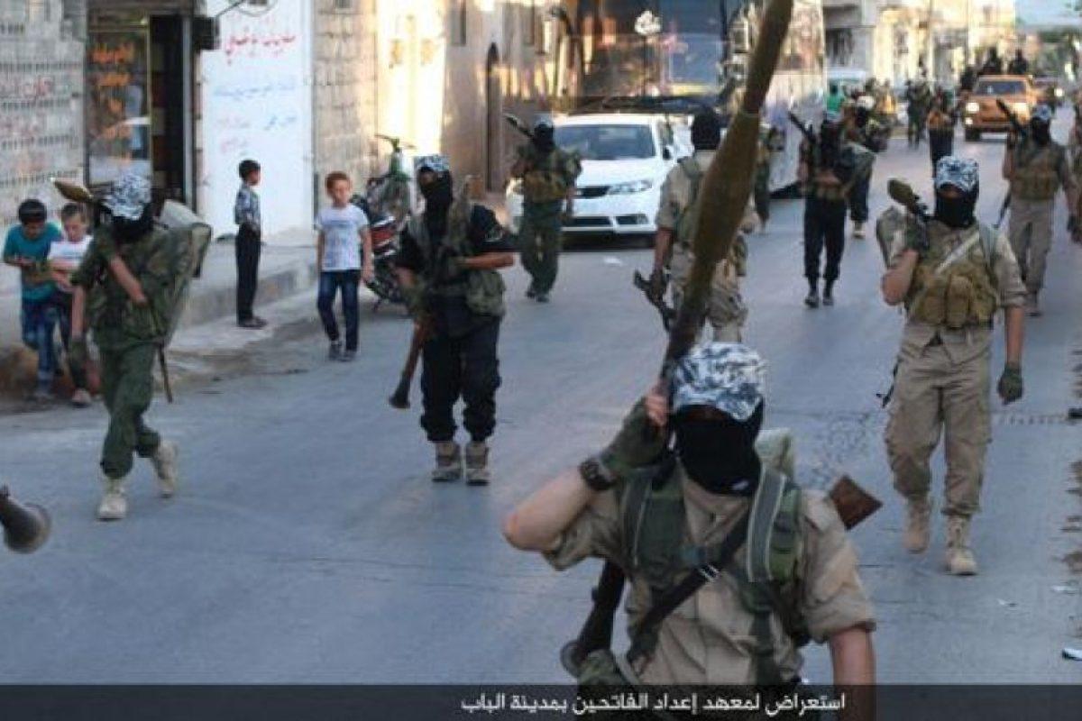 Los militantes de ISIS suelen hacer caravanas de promoción Foto:Twitter.com/raqqa_mcr. Imagen Por: