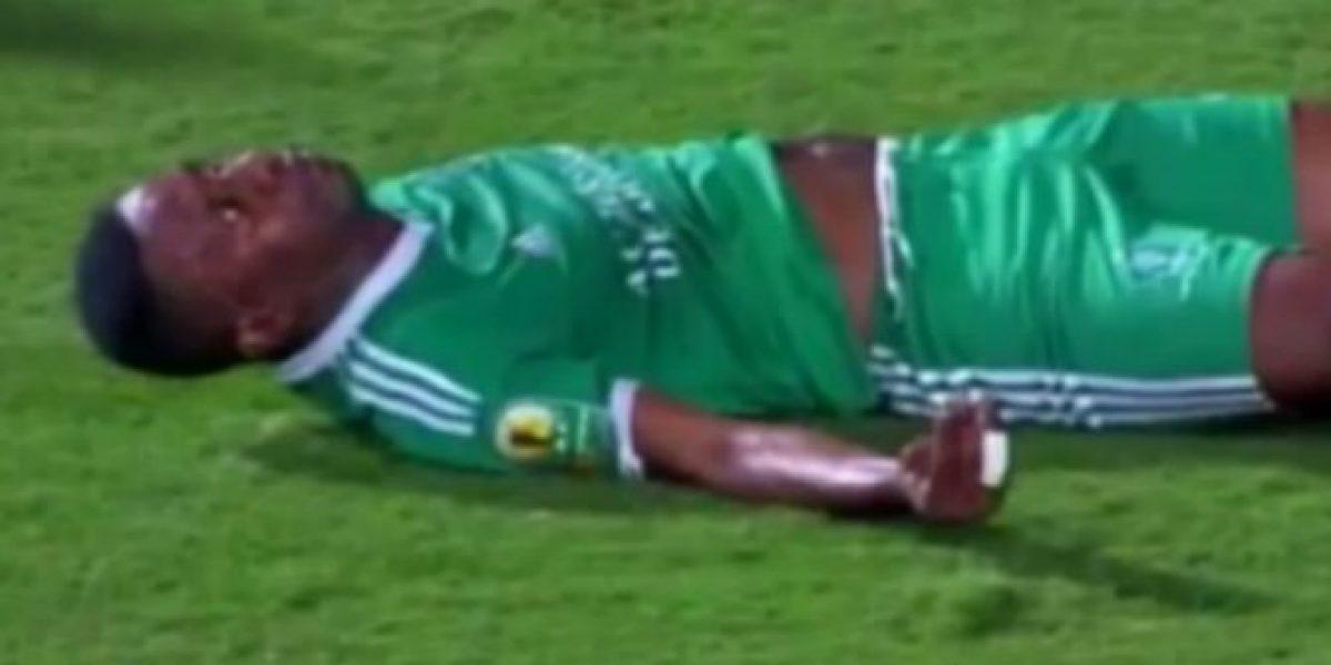 Futbolista podría quedar cuadrapléjico tras impactante caída