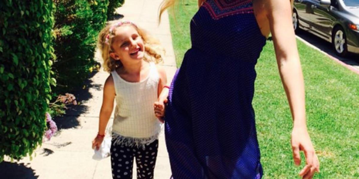 Josefina Montané luce radiante su embarazo en sus vacaciones en Los Ángeles