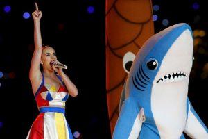 Taylor Swift revivió al tiburón que utilizó Katy Perry en el Super Bowl. Foto:Getty Images. Imagen Por: