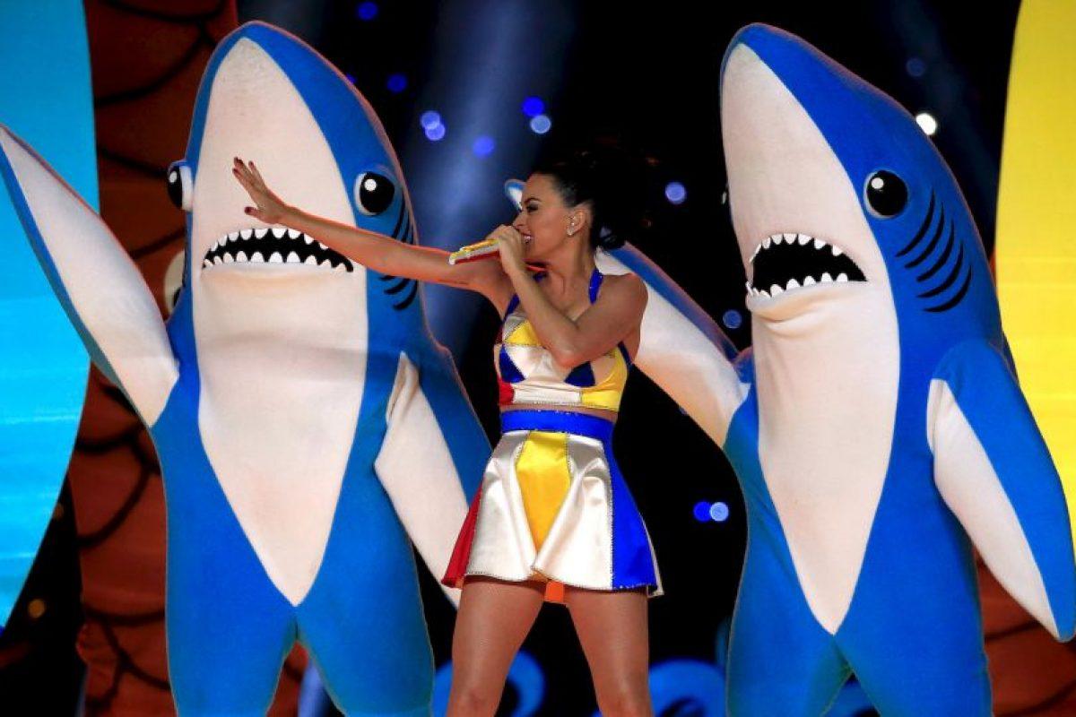 """La aparición del tiburón fue mientras interpretaba el tema """"Bad Blood"""". Foto:Getty Images. Imagen Por:"""