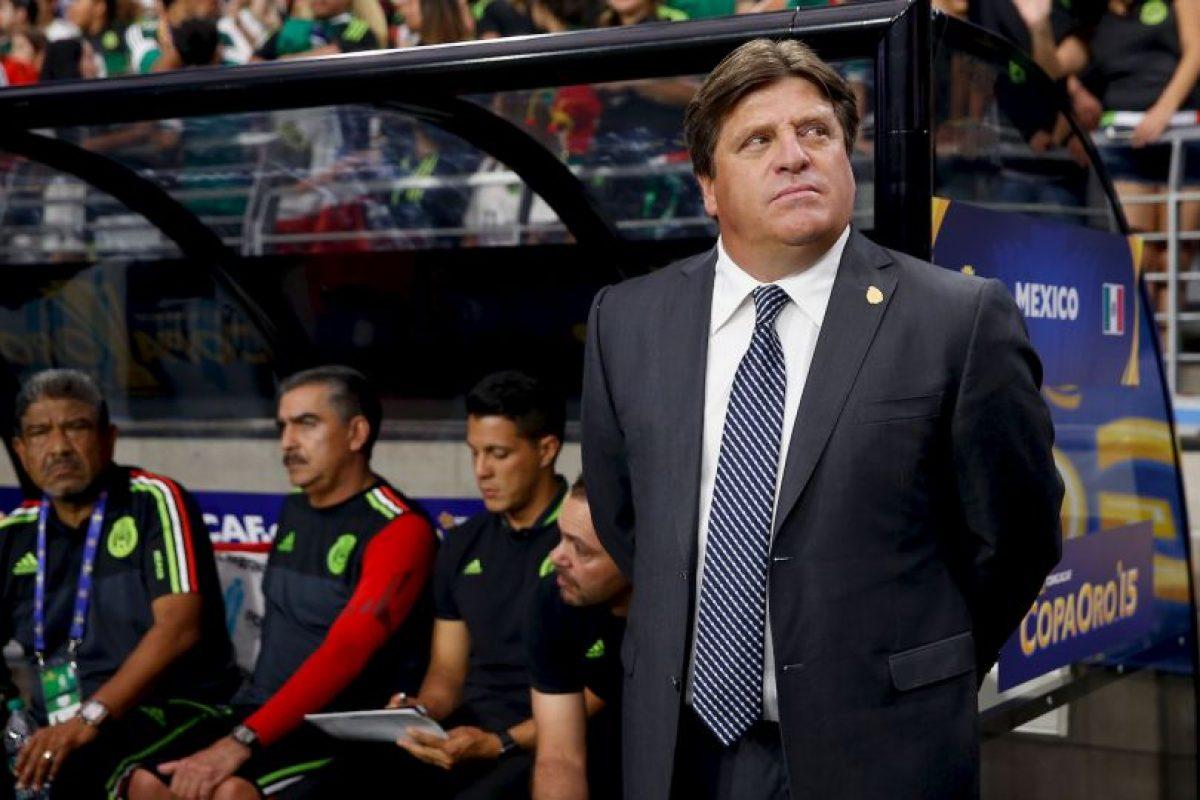 El DT de la Selección Mexicana golpeó a un comentarista de televisión. Foto:Getty Images. Imagen Por: