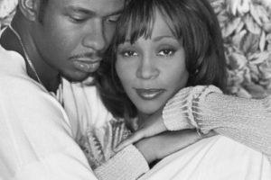Whitney Houston tuvo una tormentosa relación con su marido, Bobby Brown. Foto:vía Getty Images. Imagen Por: