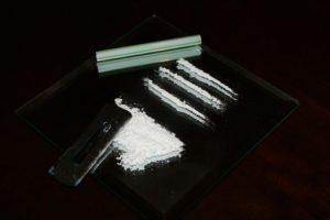 Sewel se vio consumiendo cocaína con un billete y del cuerpo de una de sus acompañantes Foto:Vía flickr.com. Imagen Por: