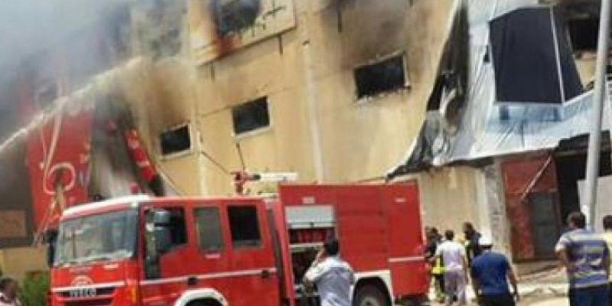 Al menos 23 muertos en un incendio en una fábrica de muebles en Egipto