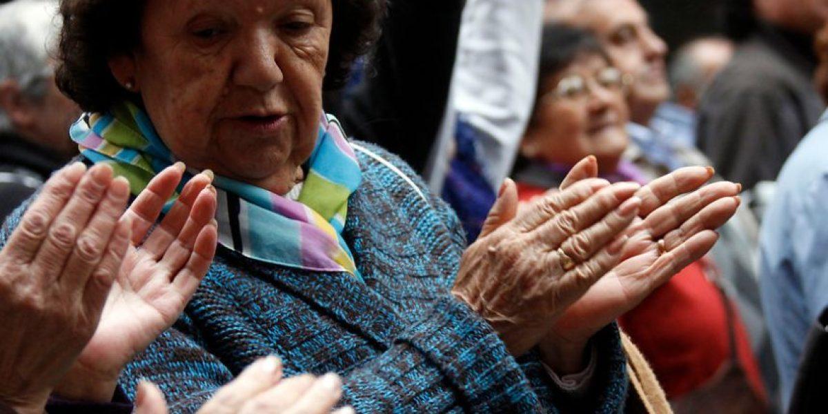 ¡Atención, abuelitos! Realizarán concurso literario para pensionados