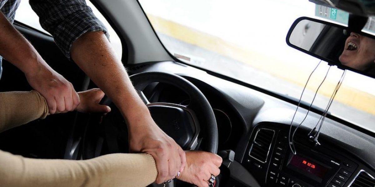 Delincuentes roban auto llevando consigo a un niño