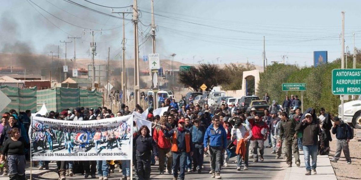 Continúan protestas en Calama: 300 trabajadores marcharon