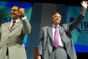 A favor del actual gobernador de la provincia de Buenos Aires, Daniel Scioli (izq). Foto:Getty Images. Imagen Por: