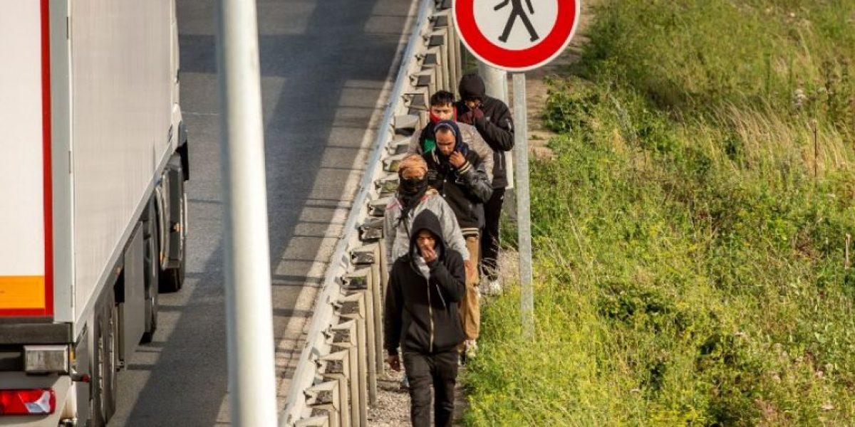 Muere un inmigrante en el eurotunnel durante una incursión masiva