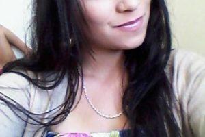 """""""La Angelina Jolie chilena"""", cuyo nombre es Darling Rivera, se hizo conocida por su supuesto parecido con la actriz. Se hizo conocida tras ingresar a una vivienda en Chicureo, en donde baleó al dueño de casa. Tras ser detenida se fugó de la cárcel, para ser posteriormente arrestada nuevamente. Foto:Facebook. Imagen Por:"""
