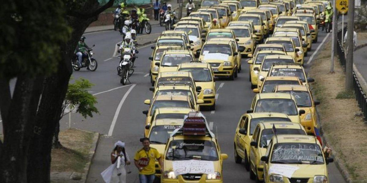 Bogotá vive jornada de protestas de taxistas y conductores de autobuses