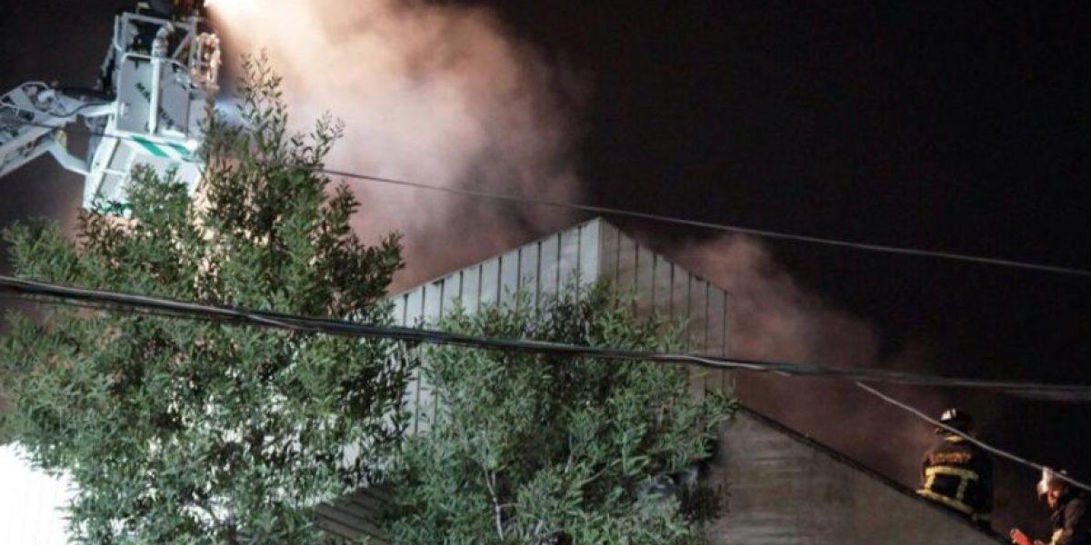 Incendio destruye dos tiendas de ropa en Patronato