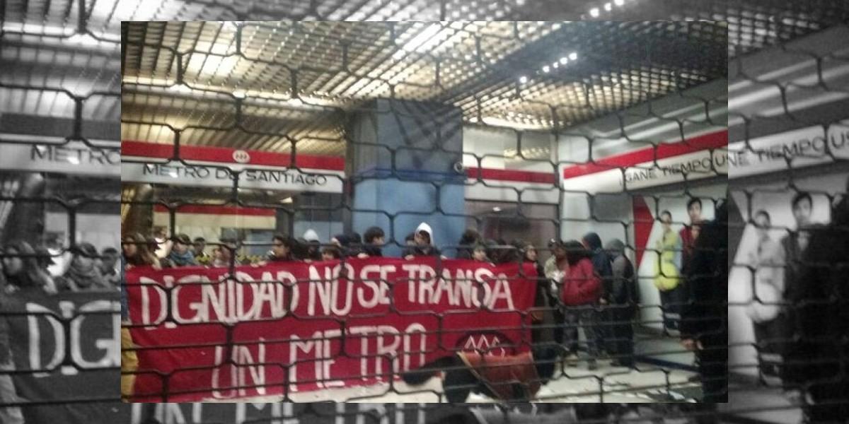Trabajadores se toman edificio corporativo de Metro