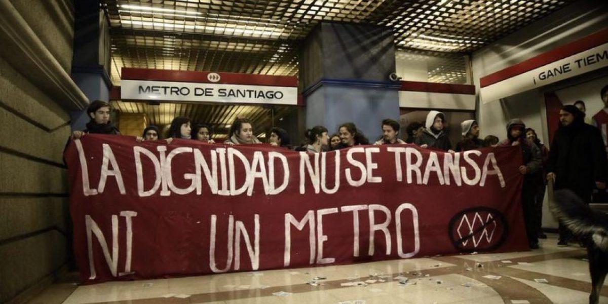 Carabineros desaloja toma de edificio corporativo del Metro