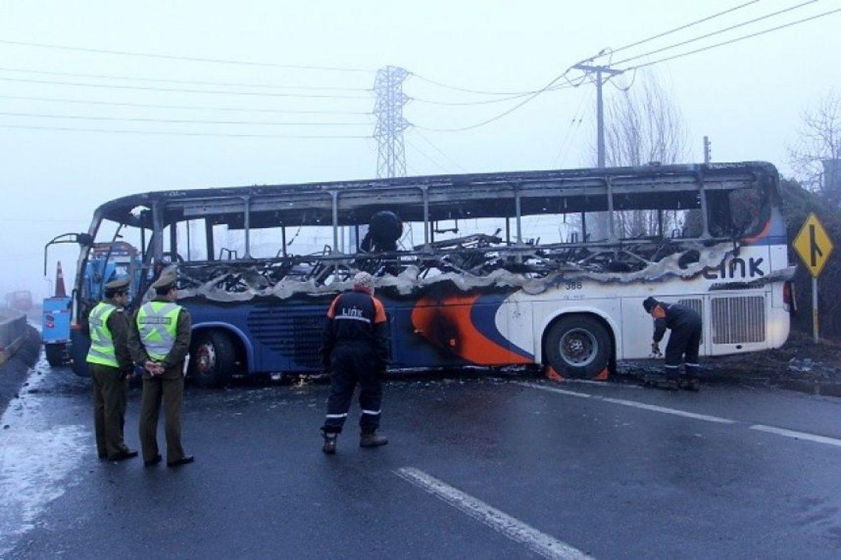 El bus siniestrado Foto:Agencia Uno. Imagen Por: