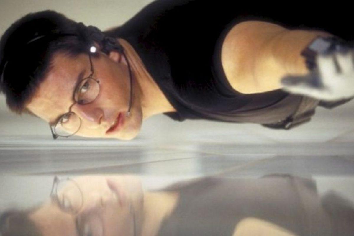 """El traje negro que utilizó Tom Cruise en la primera película de la saga """"Misión Imposbile"""" (1996), durante una de las escenas de acción más populares del filme, será subastado en Londres el próximo mes de septiembre. Foto:IMDB. Imagen Por:"""
