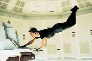 """El atuendo fue utilizado por el personaje """"Ethan Hunt"""" cuando irrumpía en la sede de la Agencia Central de Inteligencia (CIA) y esquivaba un sistema de seguridad con la intención de robar una lista de agentes secretos. Foto:IMDB. Imagen Por:"""