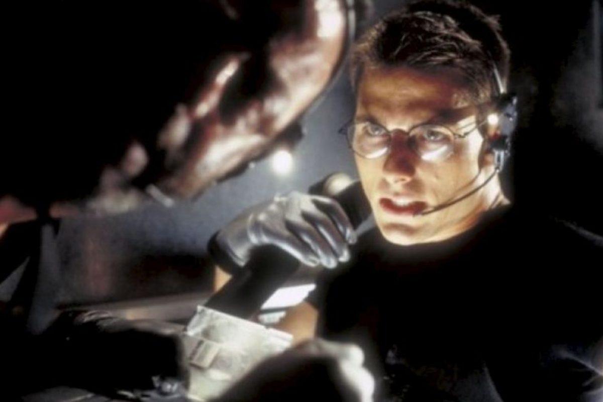 El vestuario que utilizó el actor estadounidense durante la escena incluye: auriculares de goma, lentes oscuros, guantes, pantalones, botas y chaqueta de cuero. Foto:IMDB. Imagen Por: