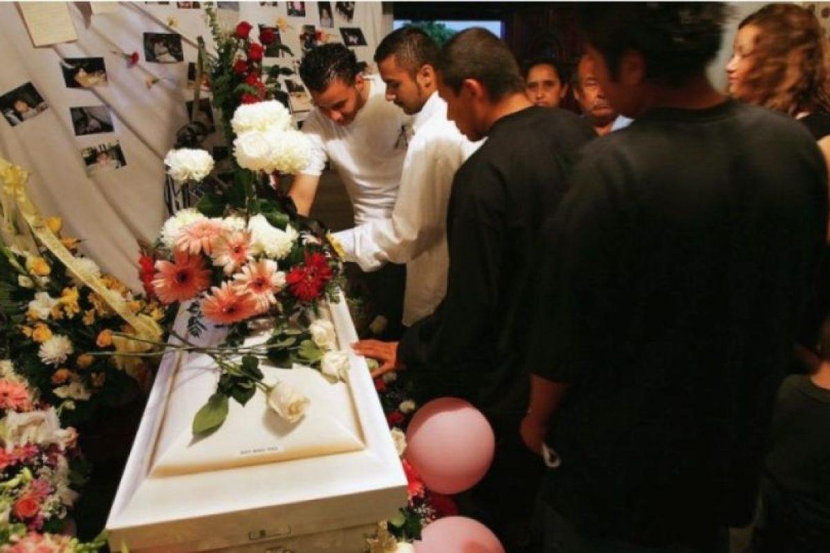 la doctora encargada de certificar la muerte anunció que el cadáver estaba tibio. Foto:Getty Images. Imagen Por: