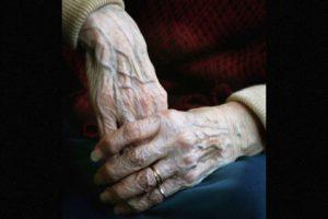 3. Peng Xiuhua, originaria de china tenía 101 años cuando cayó en cama por más de dos semanas, sus hijas la cuidaron pero poco a poco perdió el pulso y su cuerpo se puso rigido Foto:Getty Images. Imagen Por: