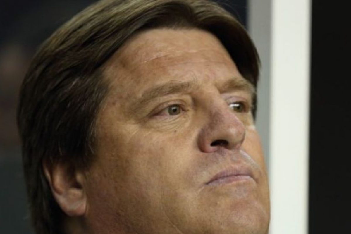 La agresión contra Christian Martinoli de la cadena TV Azteca le costó el puesto al entrenador de la Selección de Mayores de México, Miguel Herrera. Foto:vía Getty Images. Imagen Por: