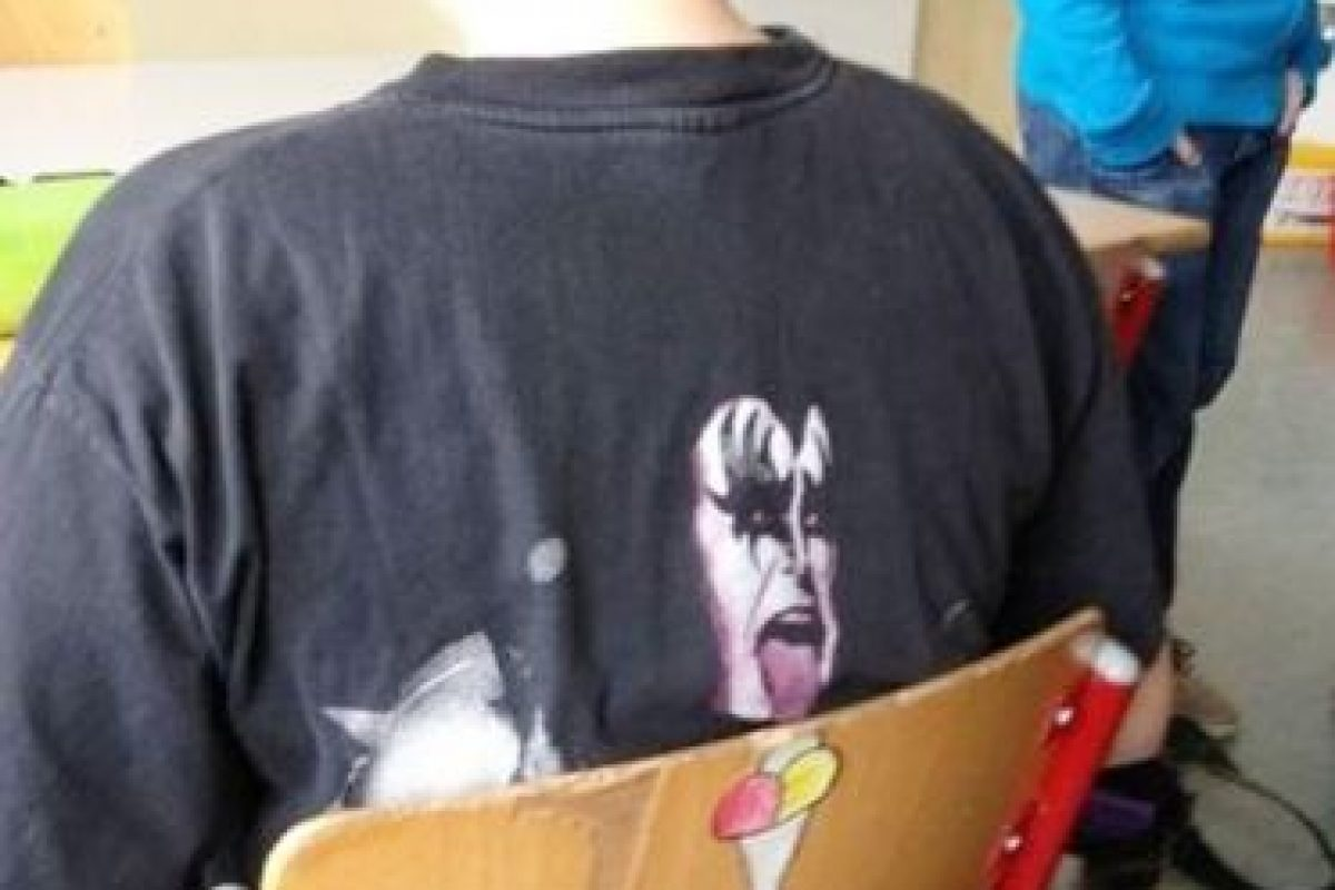"""Gene Simmons, vocalista de la banda de Heavy metal, """"Kiss"""", disfrutando un helado. Foto:Imgur. Imagen Por:"""