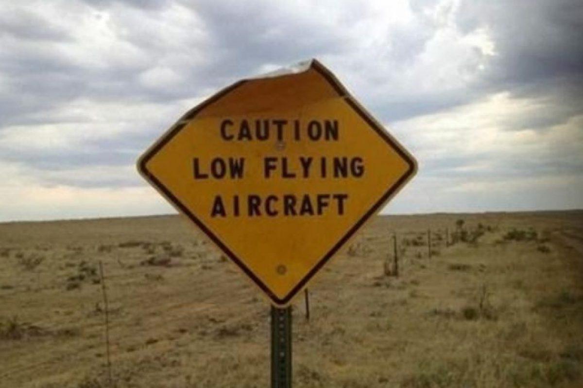 """""""Precaución, aviones volando bajo"""" Foto:Tumblr. Imagen Por:"""