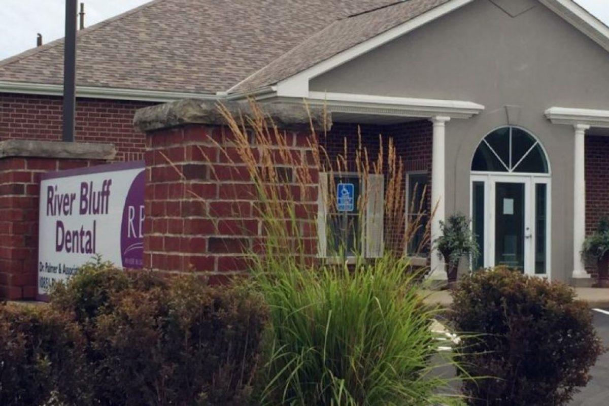 En su consultorio han dejado animales de peluche. Foto:vía AP. Imagen Por: