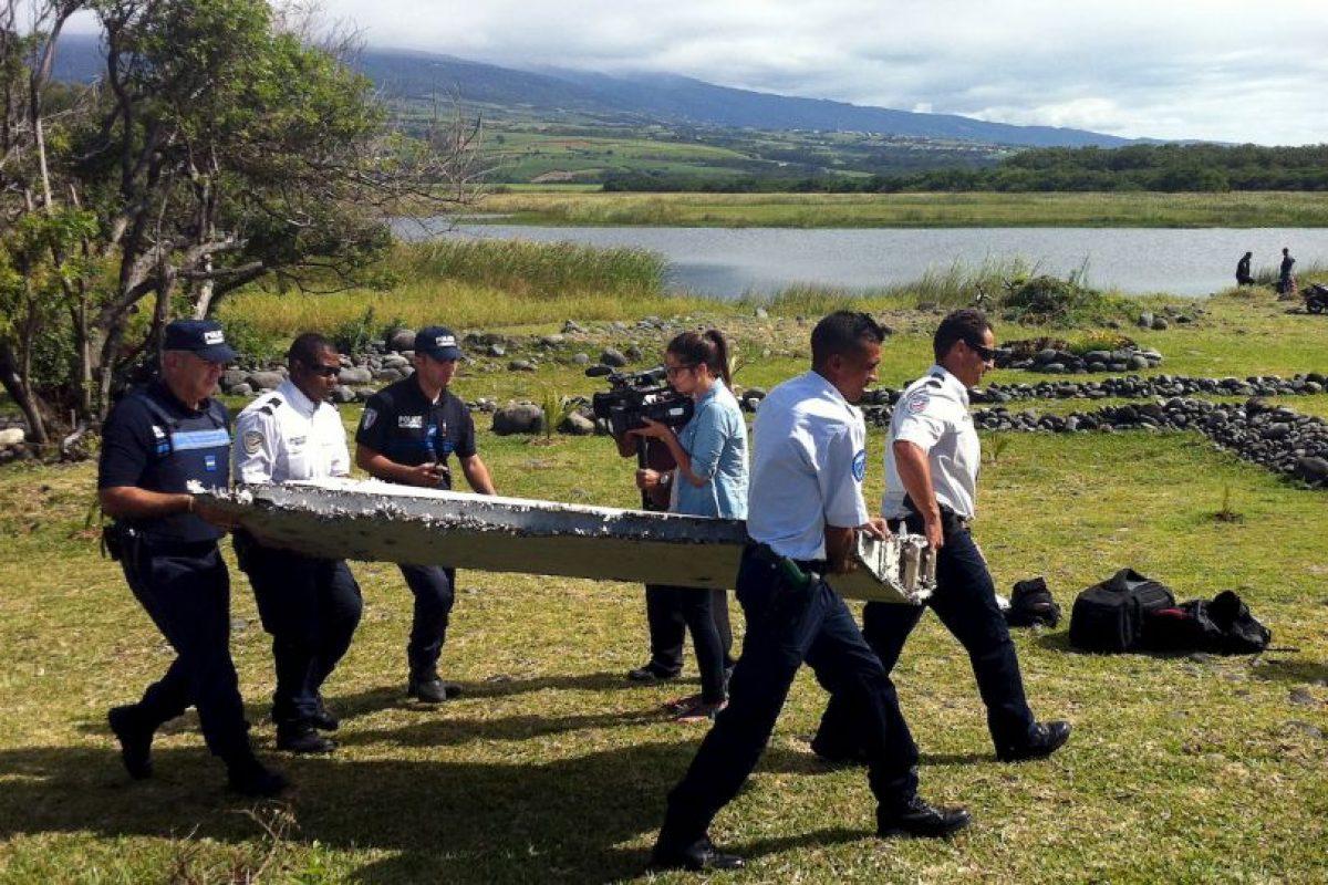 Expertos sospechan que el fuselaje esta relacionado con el avión desaparecido de la aerolínea asiática Malaysia Airlines en 2014. Foto:AFP. Imagen Por: