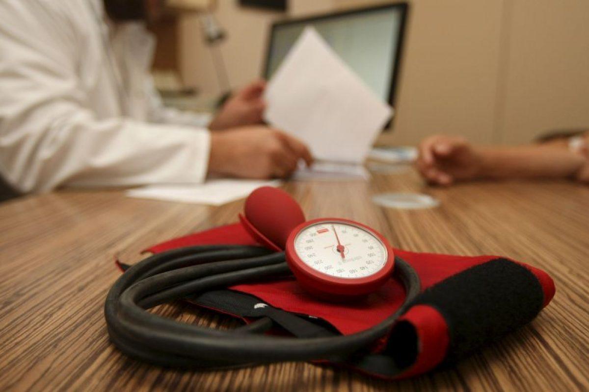 Es importante que al localizar alguna protuberancia o bolita de inmediato se acuda con el médico, pues se debe descartar un posible tumor maligno. Foto:Getty Images. Imagen Por: