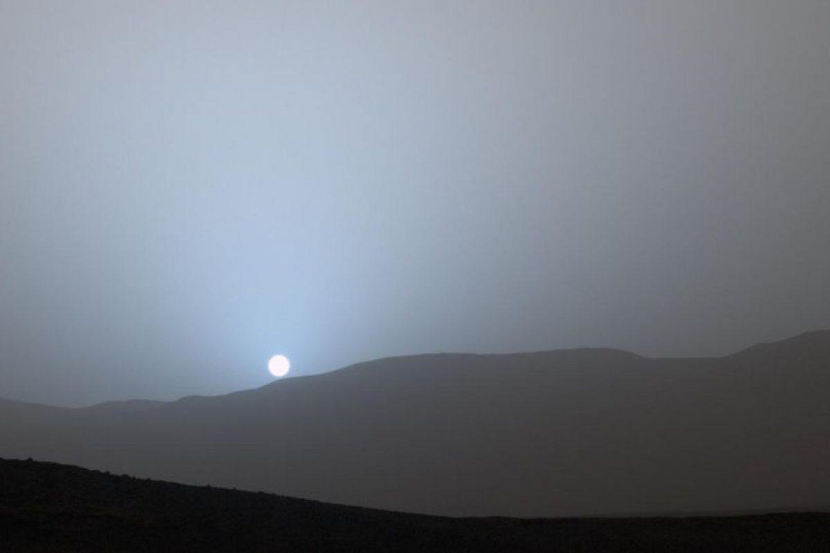 Esta es una imagen dada a conocer por el Robot Curiosity de un atardecer en el Planeta Rojo Foto:Getty Imagez. Imagen Por: