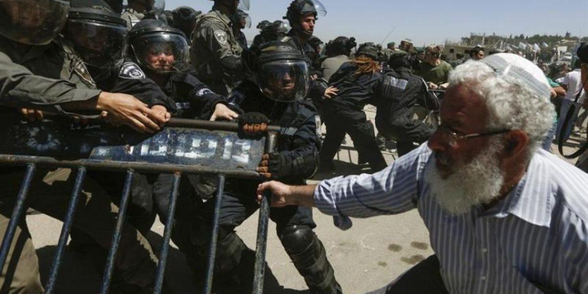 Israel desaloja por la fuerza a colonos de ruinas del asentamiento de Sanur