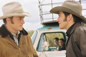 5.- Mientras rodaban la escena de un beso, Ledger casi le rompe la nariz a Jake Gyllenhaal. Foto:IMDB. Imagen Por: