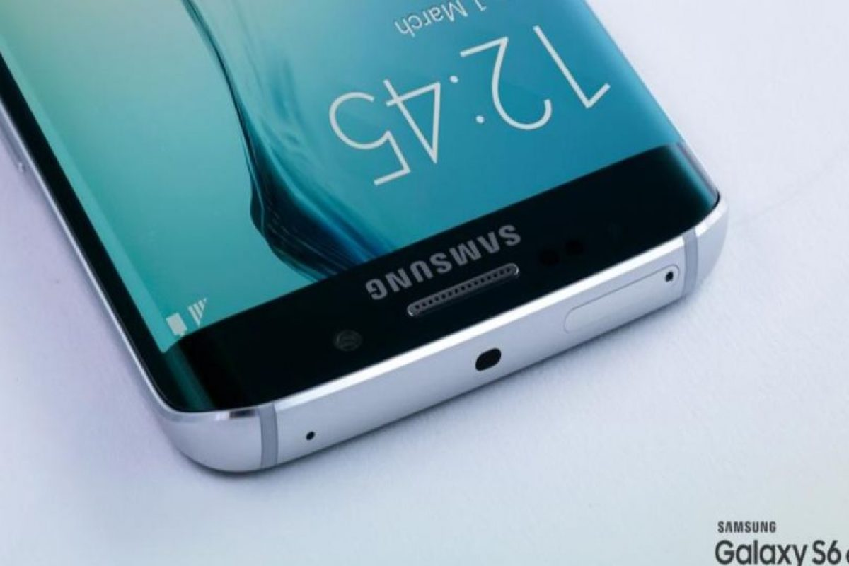 La altura, anchura y profundidad son diversas. Samsung Galaxy S6 mide 143.4*70.5*6.8 mm, mientras que el Samsung Galaxy S6 Edge mide 142.1*70.1*7.0 mm. Foto:Samsung. Imagen Por: