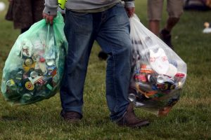 La primera vez que se sorprenda a alguien lanzando basura recibirá una multa, la segunda vez será colocado el anuncio. Foto:Getty Images. Imagen Por: